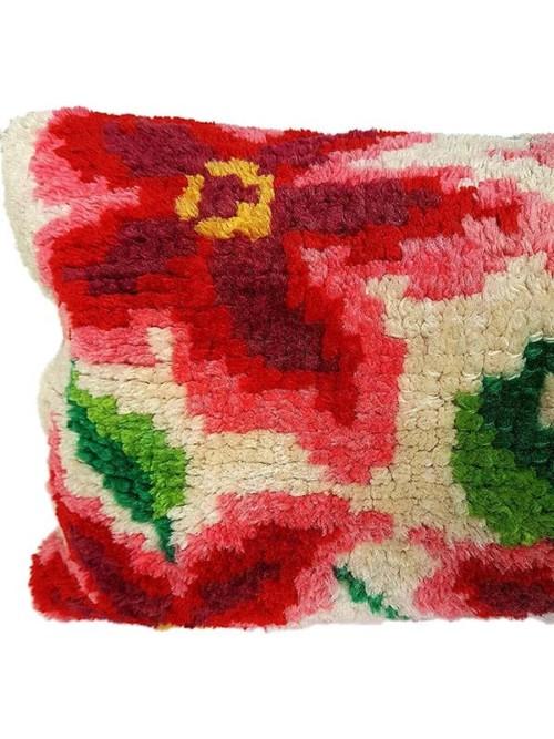 Floral Latch Hook Lumbar Pillow Feature