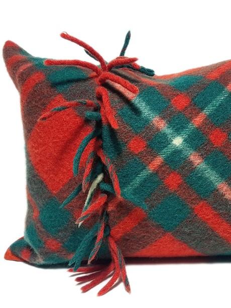 Macgregor Clan Tartan Lumbar Pillow Fature