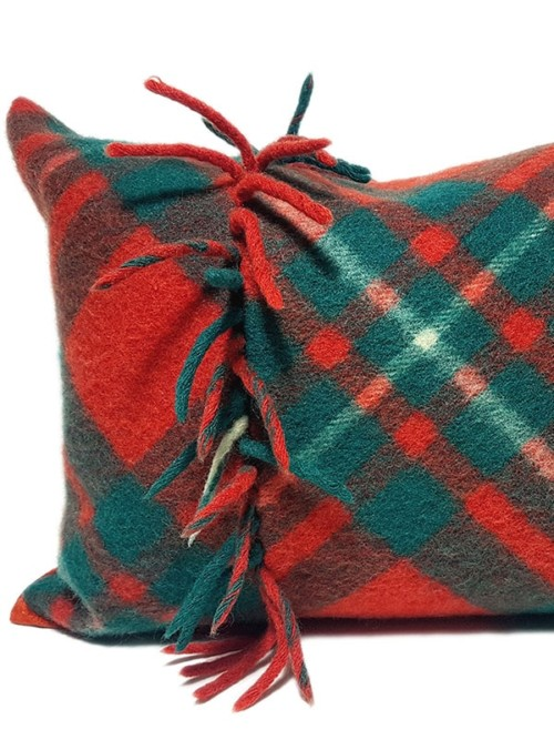 Macgregor Clan Tartan Lumbar Pillow Fature